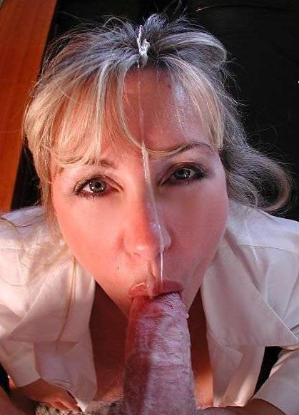 Die Kollegin hat ihr schönes Gesicht voll Sperma
